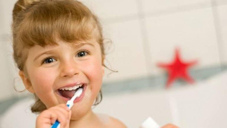 Come proteggere i denti dei più piccoli in estate?